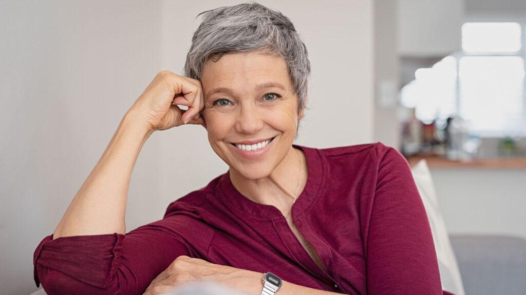 glad kvinna utan klimakteriebesvär